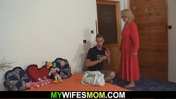 sons mother yoga fucks doing while Amature husband cleans up