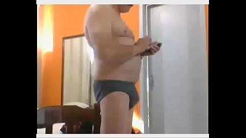 ensiando garoto coroa Squating big ass
