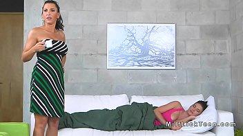 mom jzz ass Hot mom spank