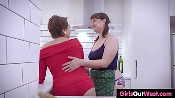 mother lesbian and seduce daughter Brunette picked up
