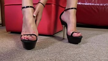 holly wiloughby feet licked Thick ass tease