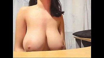 live model inxtc show Japanese mom on kitchen